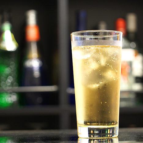 グラスに入った冷たいハイボール